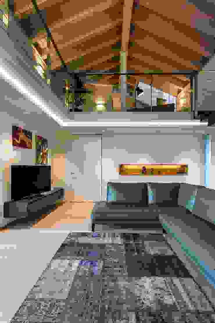 Casa PO Elia Falaschi Fotografo Soggiorno moderno