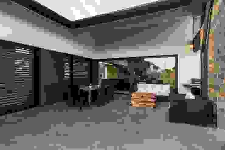 Casa PO Elia Falaschi Fotografo Balcone, Veranda & Terrazza in stile moderno