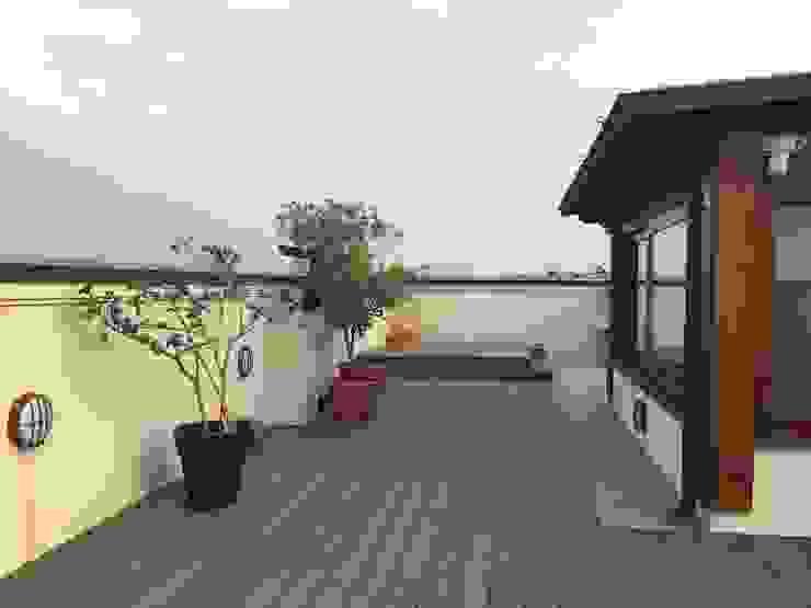 TERRAZZA/ verde Arch+ Studio Balcone, Veranda & Terrazza in stile eclettico