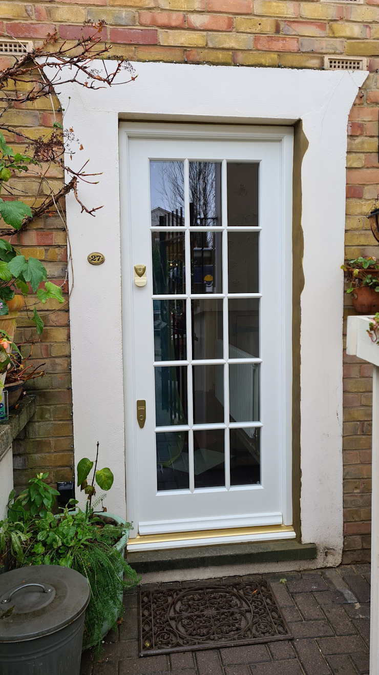 Entrance door Repair A Sash Ltd Puertas principales Madera Blanco