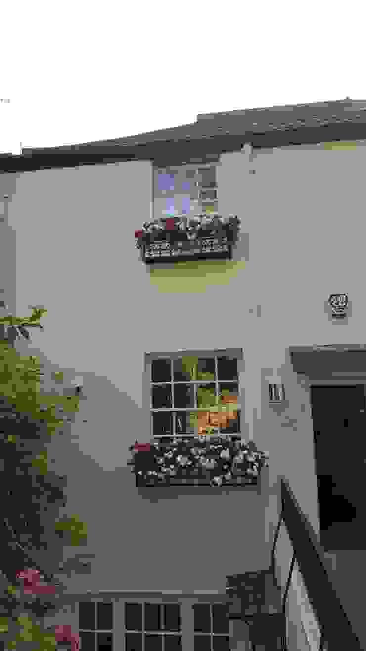 Sash window Repair A Sash Ltd Puertas y ventanas de estilo clásico Derivados de madera Blanco