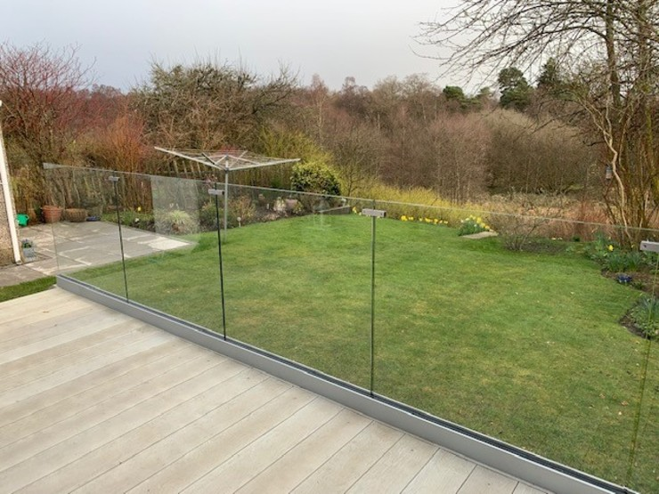 Frameless Glass Balustrade in Garden Origin Architectural Halaman depan Kaca Transparent