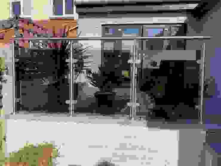 Post and Rail Glass Balustrade Origin Architectural Halaman depan Kaca Transparent