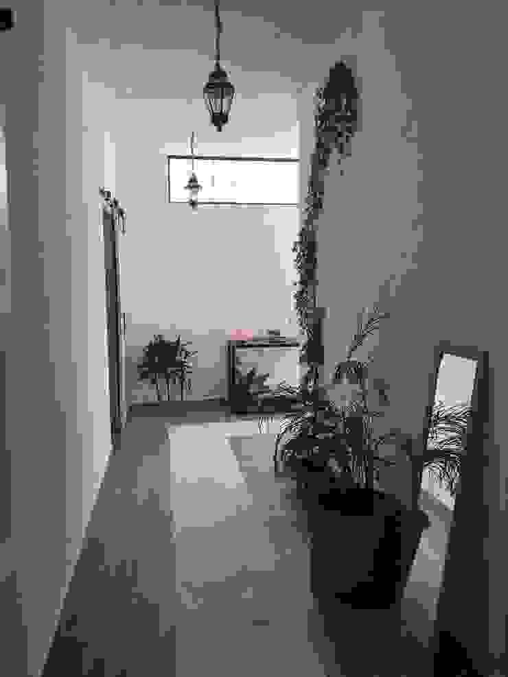 Pasillo Quick BEE Pasillos, vestíbulos y escaleras de estilo moderno