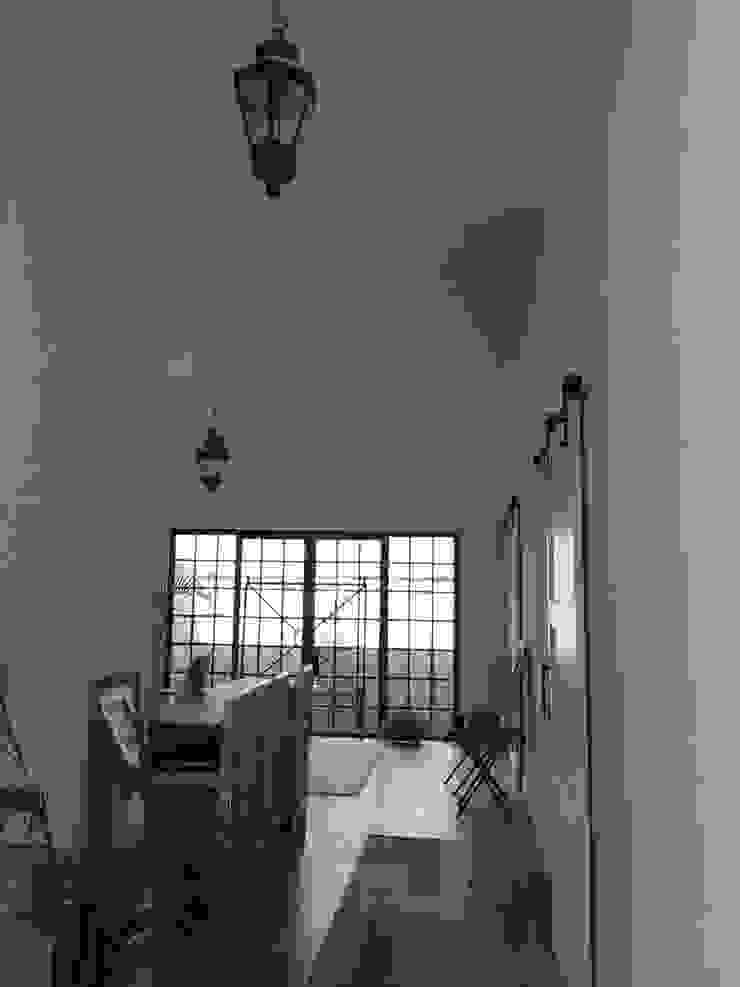 puertas y patio Quick BEE Pasillos, vestíbulos y escaleras de estilo moderno