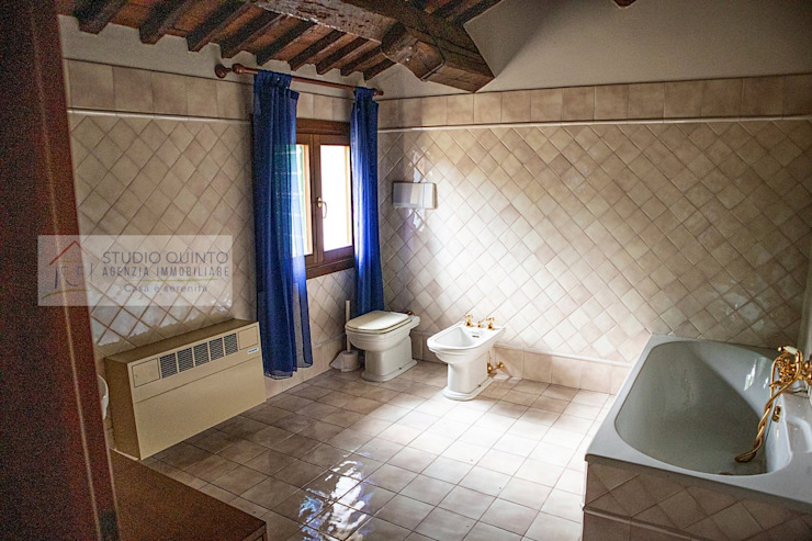 Agenzia Studio Quinto Colonial style bathroom