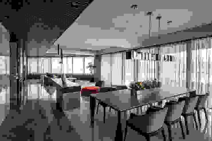 潤澤明亮設計事務所 Salones modernos