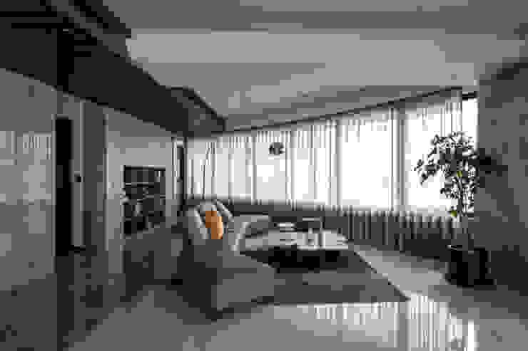 潤澤明亮設計事務所 Salas multimedia modernas