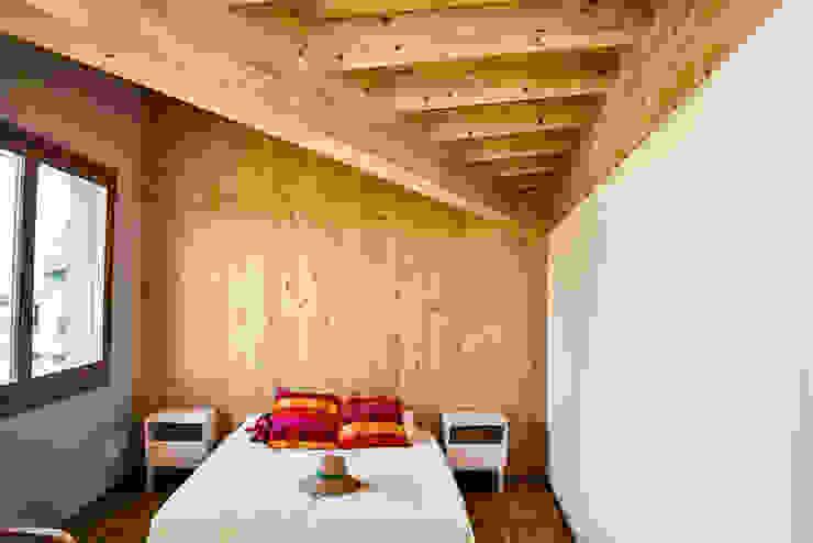 Camera per gli ospiti Biocasanatura - case in legno Camera da letto moderna Legno