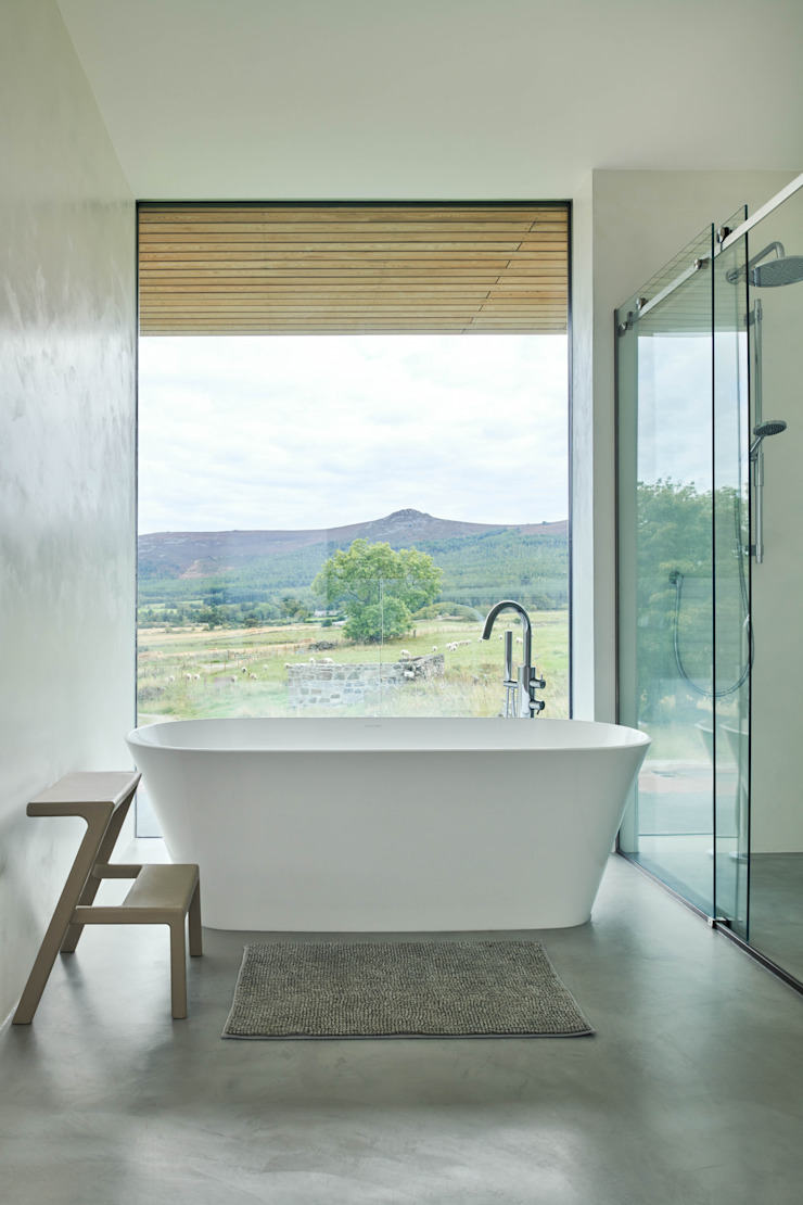 Bath with a view Brown & Brown Architects Modern bathroom