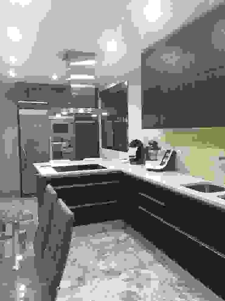 Estudio RYD, S.L. Built-in kitchens Wood Black