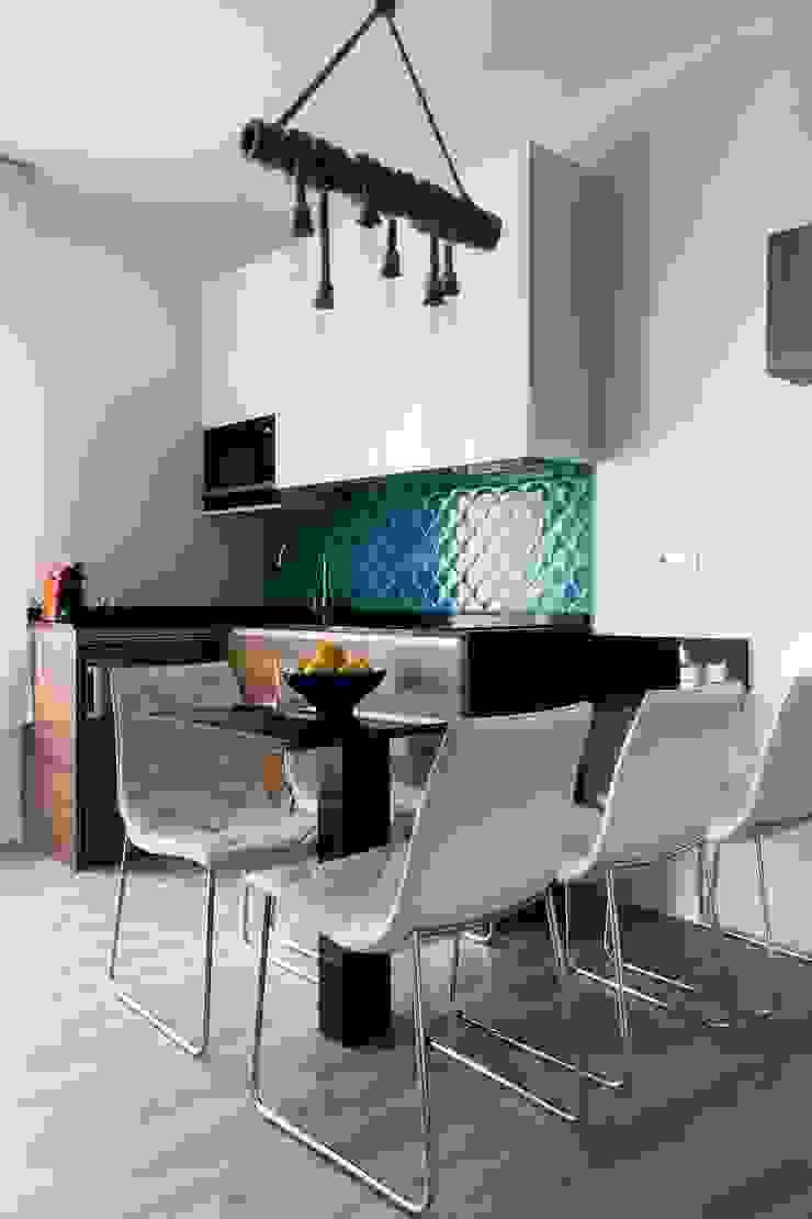 Estudio RYD, S.L. Built-in kitchens Wood White