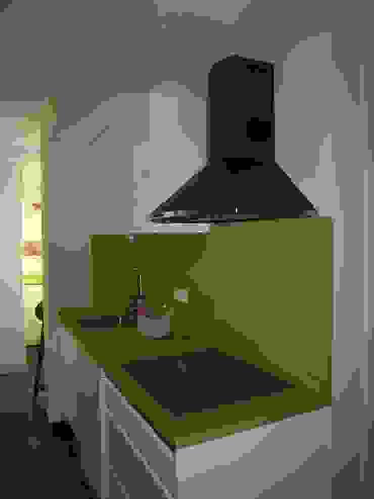 Estudio RYD, S.L. Built-in kitchens Wood Green