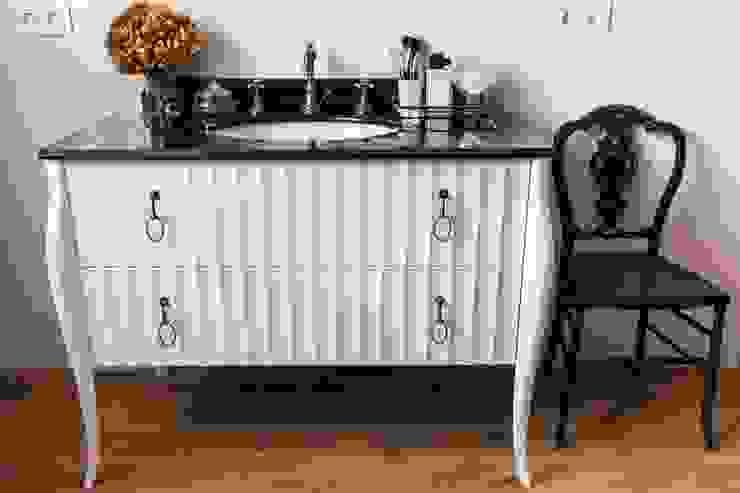 Estudio RYD, S.L. Classic style bathroom Wood Beige