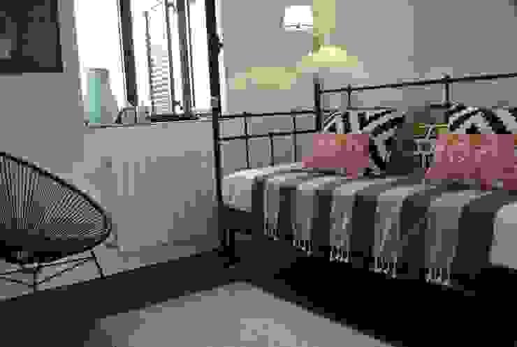 Estudio RYD, S.L. Small bedroom Copper/Bronze/Brass Black