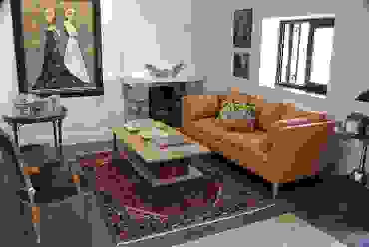 Estudio RYD, S.L. Living room Slate Orange