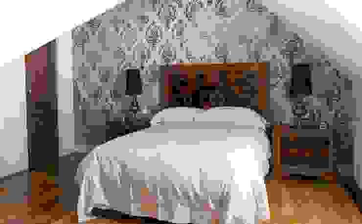 Estudio RYD, S.L. Small bedroom Solid Wood Grey
