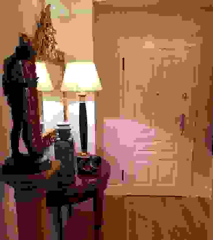 Estudio RYD, S.L. Classic style corridor, hallway and stairs Wood Beige