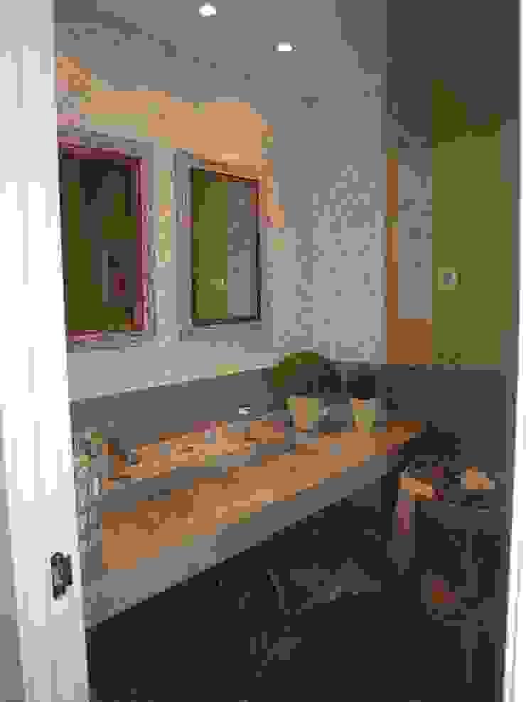 Estudio RYD, S.L. Classic style bathroom Granite Grey