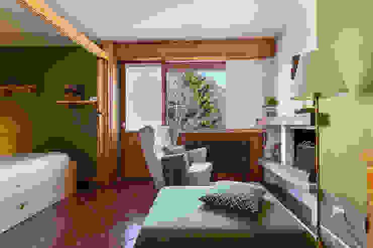 Home Staging nel cuore di Bormio | 30 MQ Unusual Studio Soggiorno in stile rustico Legno Verde