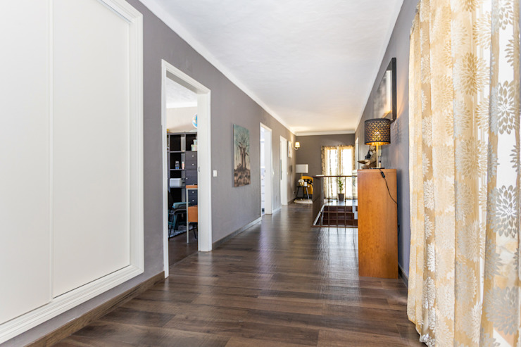Janine Martins - Consultora Imobiliária | Arquitecta | Home Staging Modern Corridor, Hallway and Staircase