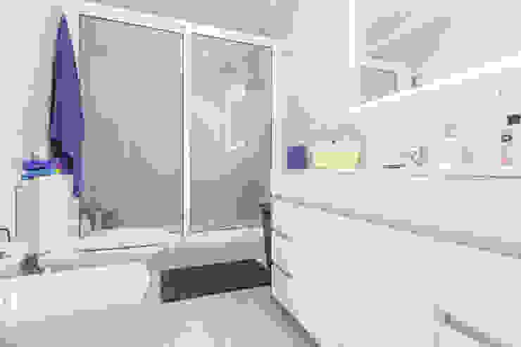Janine Martins - Consultora Imobiliária | Arquitecta | Home Staging Modern Bathroom