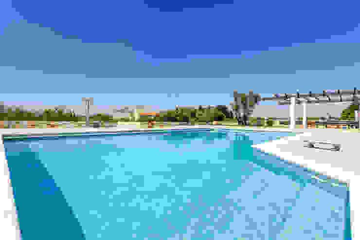 Janine Martins - Consultora Imobiliária | Arquitecta | Home Staging Modern Pool