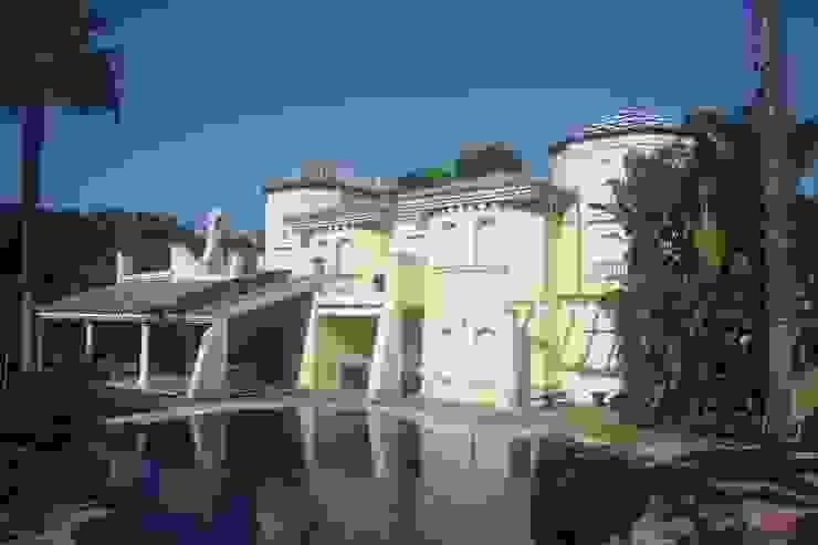 FACHADA TRASERA CONSTRUCCIONES Y REFORMAS VALLE DE ARDALES S.L. Casas de estilo clásico