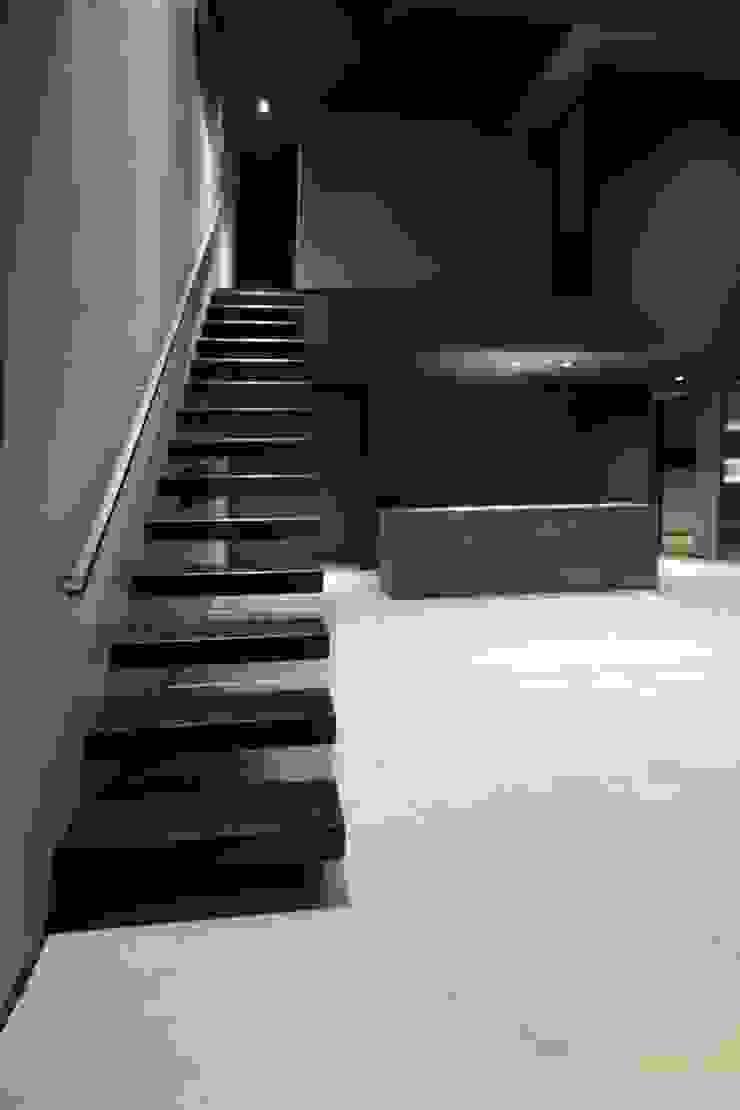 クリエイティブに暮らす TKD-ARCHITECT 階段 コンクリート 黒色