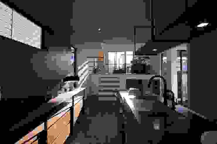 TKD-ARCHITECT Cocinas de estilo moderno Madera maciza
