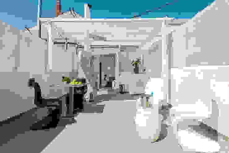 custom casa home staging Mediterranean style balcony, veranda & terrace