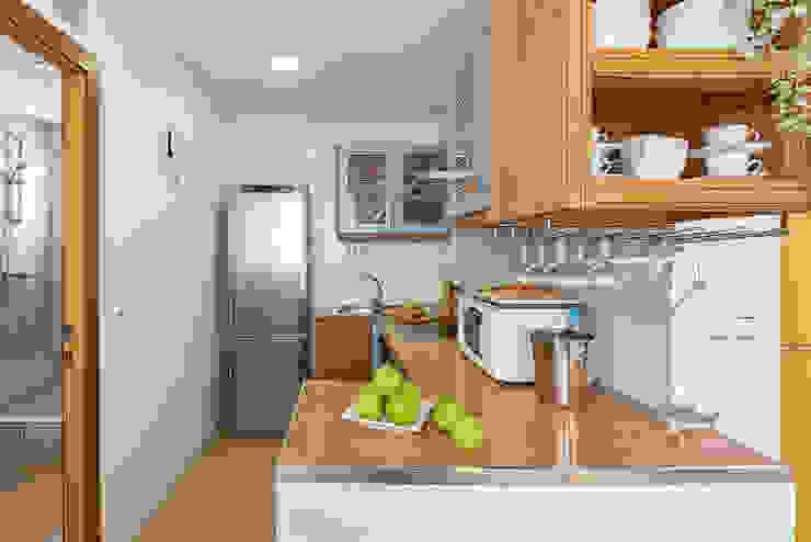 custom casa home staging Mediterranean style kitchen
