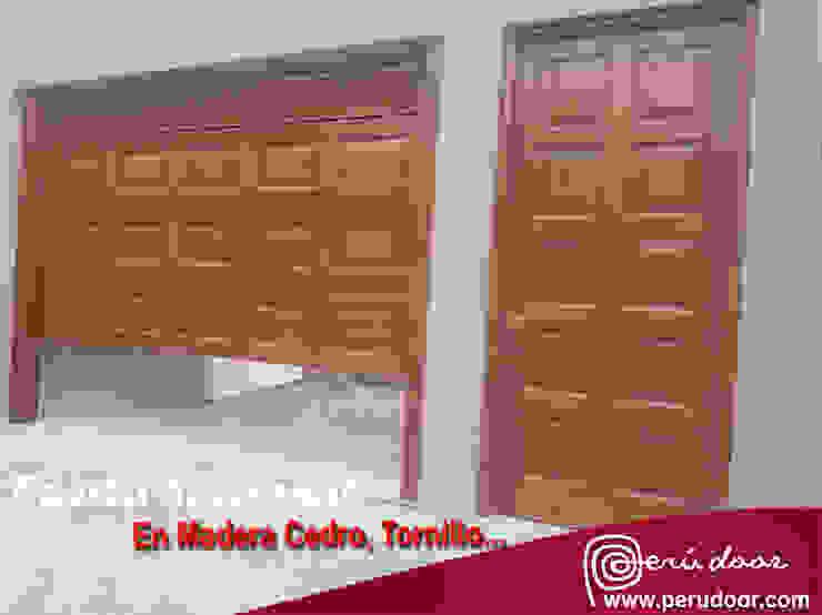 Puertas Automaticas - PERU DOOR Garages & sheds Wood-Plastic Composite Brown