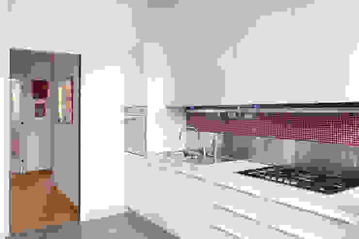 CUCINA OPA Architetti Cucina attrezzata Bianco