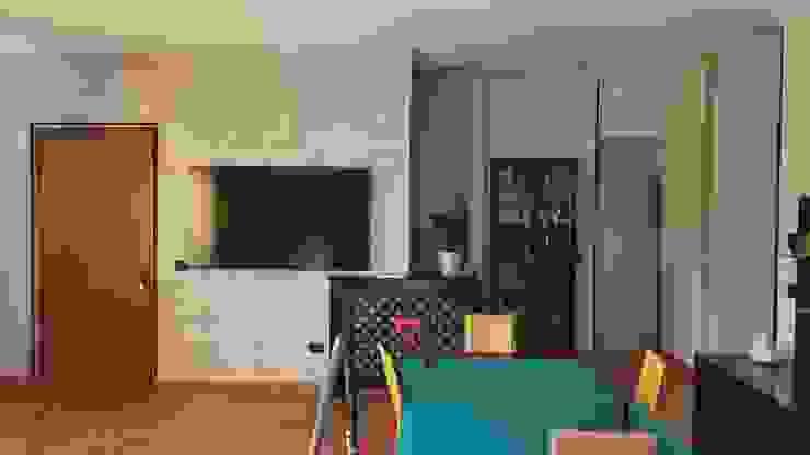 """Risultato finale della parete decorata con """"Istinto"""" lavorazione """"Pietra Zen"""" Giorgio Graesan. Ma.Ni. Ristrutturazioni Soggiorno moderno"""