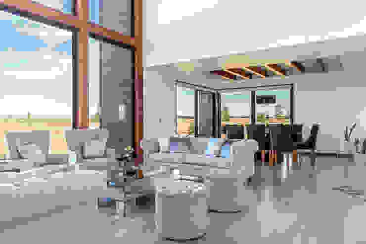 Casa LB - Llanquihue WINTERI Livings de estilo escandinavo
