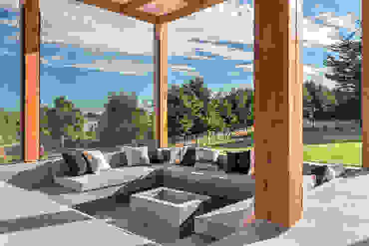 Casa LB - Llanquihue WINTERI Balcones y terrazas modernos