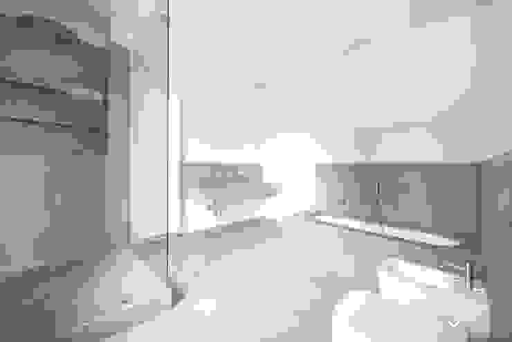 Bagno / Marmo / Pietra / Pietra del Cardoso / Lavabo / Piatto doccia / Vasca da bagno Andrea Fabrizi Bagno in stile classico Pietra Grigio
