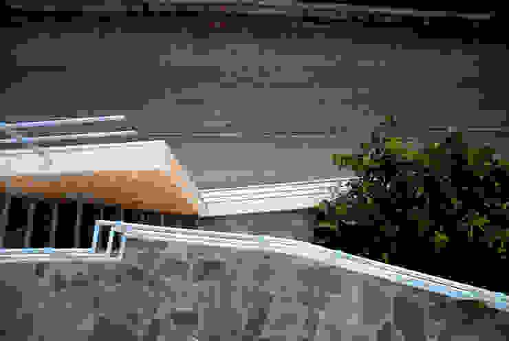 OPA Architetti Minimalist Balkon, Veranda & Teras Taş