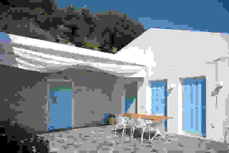 OPA Architetti Minimalist Balkon, Veranda & Teras Taş Beyaz