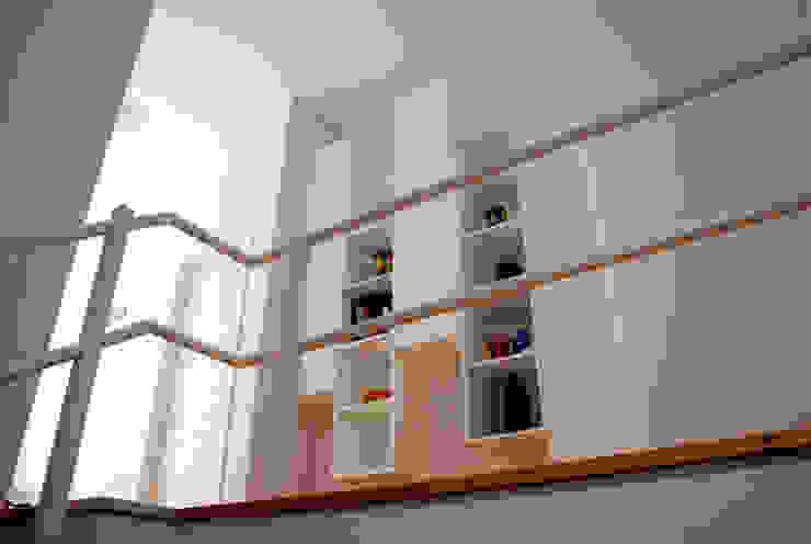 OPA Architetti Minimalist Koridor, Hol & Merdivenler Ahşap Beyaz