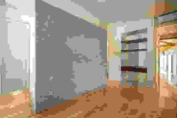 Quarto - Casa em S. Mamede (arquitetura) - SHI Studio Interior Design ShiStudio Interior Design Quartos escandinavos