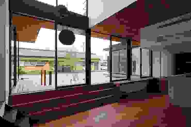 LDK 空間建築-傳 和風デザインの リビング 赤色