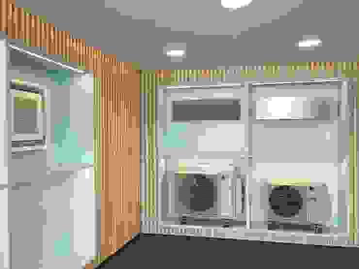 ESPOSIZIONE/ teche Arch+ Studio Negozi & Locali commerciali moderni