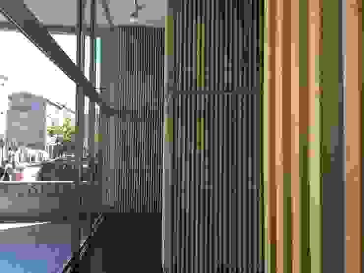INGRESSO/ pareti Arch+ Studio Negozi & Locali commerciali moderni