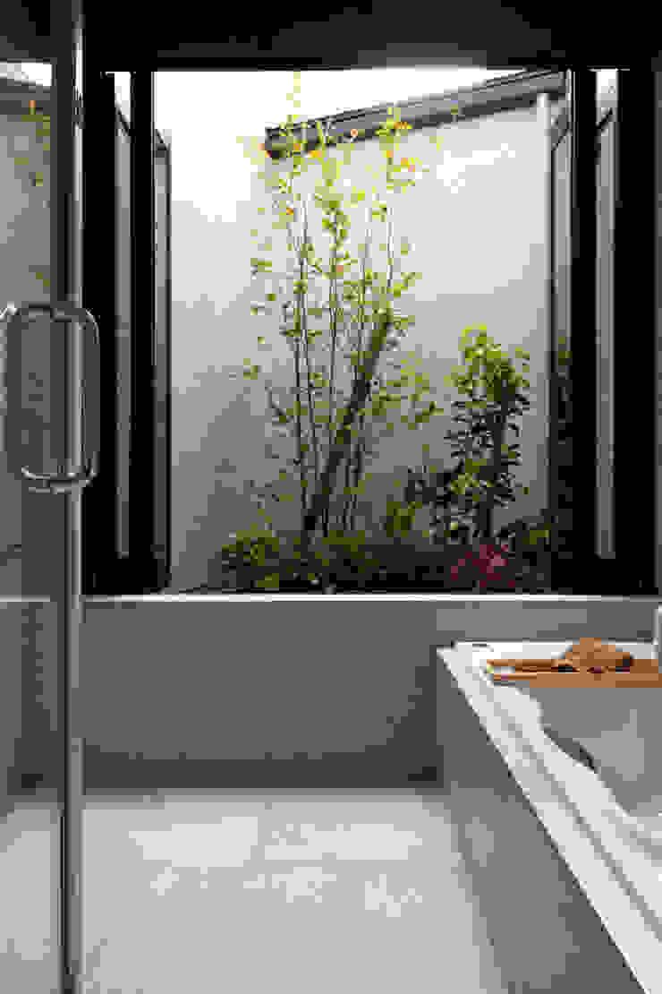 autumn morning yuukistyle 友紀建築工房 モダンスタイルの お風呂