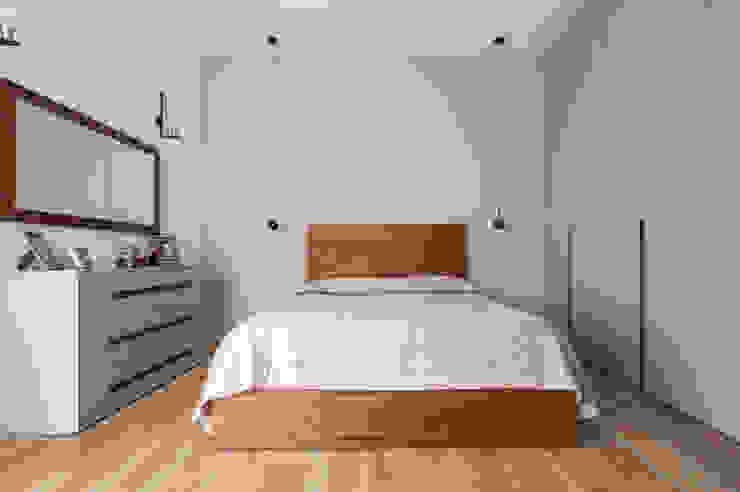 Camera da letto matrimoniale Arch+ Studio Camera da lettoLetti e testate