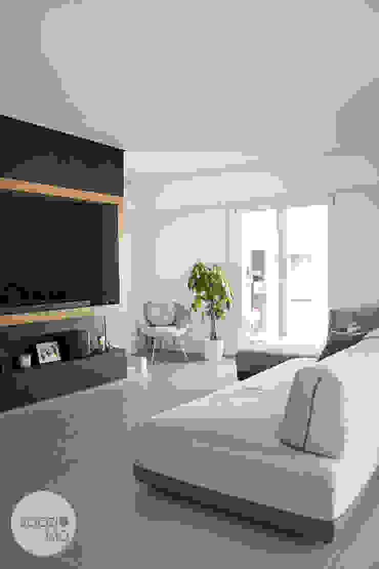 parete tv / camino Spazio 14 10 Soggiorno moderno