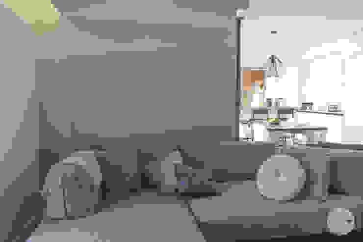 sfumature di grigio Spazio 14 10 Soggiorno moderno