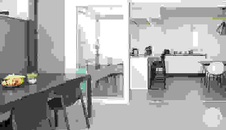 terrazzo e cucina Spazio 14 10 Balcone, Veranda & Terrazza in stile moderno